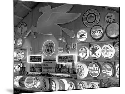 Johnnies Classic Gas Museum, Dixon, New Mexico, Usa-Julian McRoberts-Mounted Photographic Print
