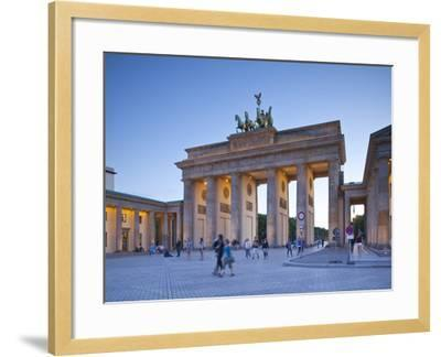 Brandenburg Gate, Pariser Platz, Berlin, Germany-Jon Arnold-Framed Photographic Print