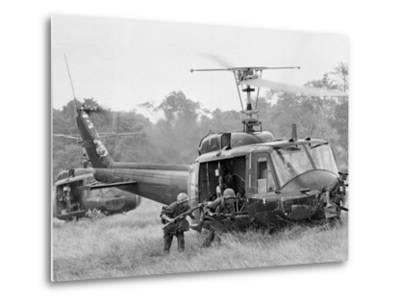 Vietnam War Helicopter Landing-Horst Faas-Metal Print