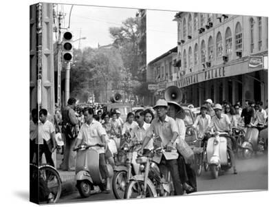 Saigon Curfew 1975-Nick Ut-Stretched Canvas Print