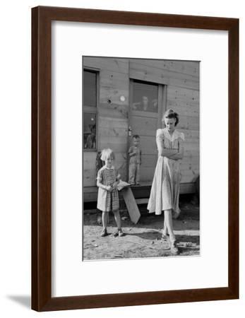 Migrant Mother and Children-Dorothea Lange-Framed Art Print