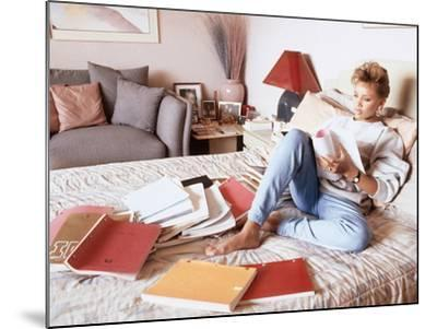 Vanessa Williams, Relaxes While Reading over Movie Scripts, 1987-Vandell Cobb-Mounted Photographic Print
