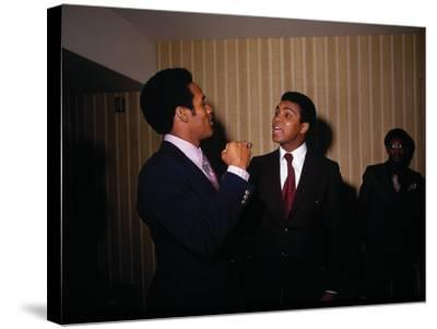 Muhammad Ali with Football Star O.J. Simpson, January 1971-Leroy Patton-Stretched Canvas Print