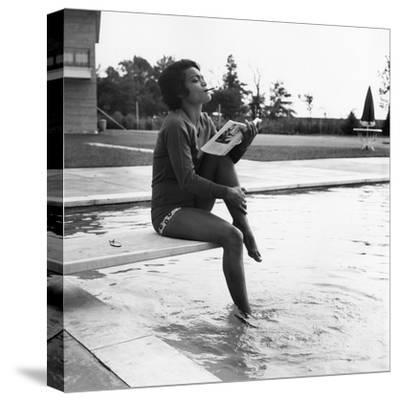 Eartha Kitt - 1959-Isaac Sutton-Stretched Canvas Print