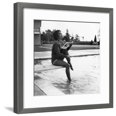 Eartha Kitt - 1959-Isaac Sutton-Framed Photographic Print