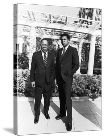 Muhammad Ali and Alex Haley - 1979-Isaac Sutton-Stretched Canvas Print