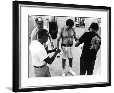 Muhammad Ali; Drew Bundini Brown - 1978-Vandell Cobb-Framed Photographic Print