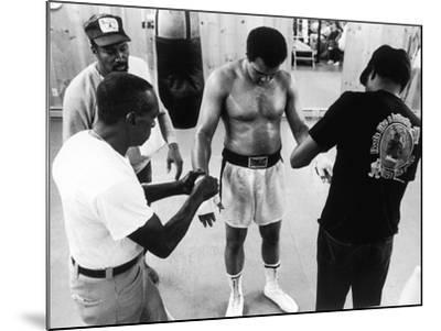 Muhammad Ali; Drew Bundini Brown - 1978-Vandell Cobb-Mounted Photographic Print