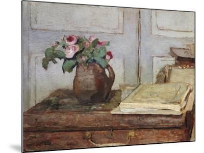 Stilleben Mit Dem Malkoffer Des Kuenstlers Und Einer Vase Mit Moosrosen--Mounted Giclee Print
