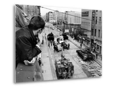 American Tanks at the Friedrichstrasse Checkpoint Crossing Through the Berlin Wall--Metal Print