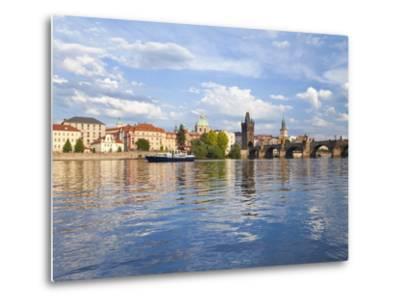 Charles Bridge and the Vltava River, Old Town, UNESCO World Heritage Site, Prague, Czech Republic-Gavin Hellier-Metal Print