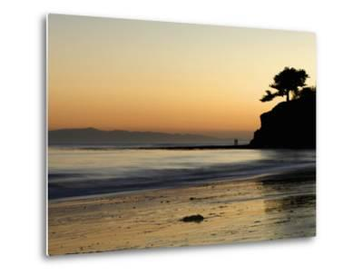 Lovers Silhouette at Sunset on the Ocean, Santa Barbara, California, USA, North America-Antonio Busiello-Metal Print