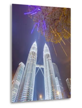 Low Angle View of the Petronas Twin Towers, Kuala Lumpur, Malaysia, Southeast Asia, Asia-Gavin Hellier-Metal Print