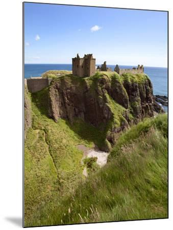 Dunnottar Castle Near Stonehaven, Aberdeenshire, Scotland, United Kingdom, Europe-Mark Sunderland-Mounted Photographic Print