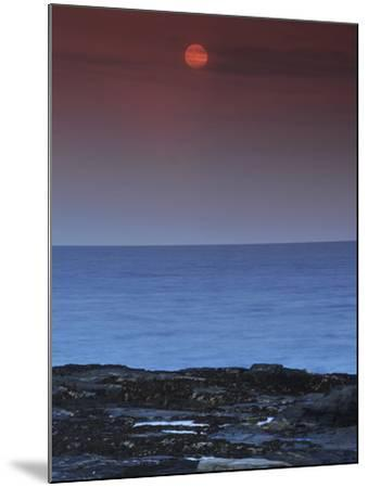 A View of the Atlantic Ocean from the Cape Elizabeth Lighthouse-Raul Touzon-Mounted Photographic Print