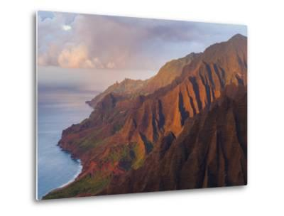 The Fluted Cliffs of the Na Pali Coast at Sunset, Kauai, Hawaii.-Ethan Welty-Metal Print