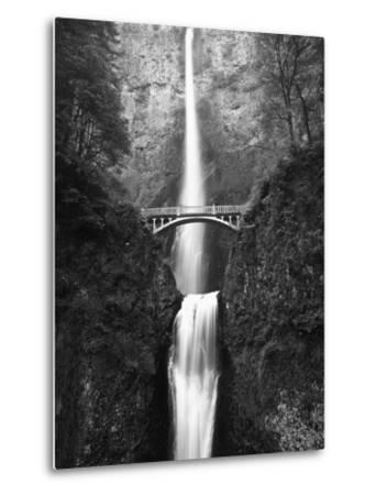View of Multnomah Falls in Columbia Gorge, Oregon, USA-Walter Bibikow-Metal Print