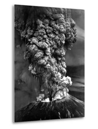 Mount St. Helens in Eruption on May 18, 1980--Metal Print