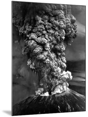 Mount St. Helens in Eruption on May 18, 1980--Mounted Photo