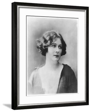 Portrait of Isadora Duncan (1877-1927)-French Photographer-Framed Photographic Print