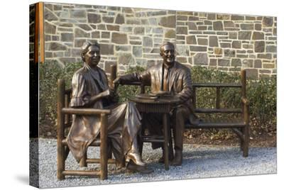Bronze Statue of Franklin and Eleanor Roosevelt at Their Family Home in Hyde Park, NY--Stretched Canvas Print