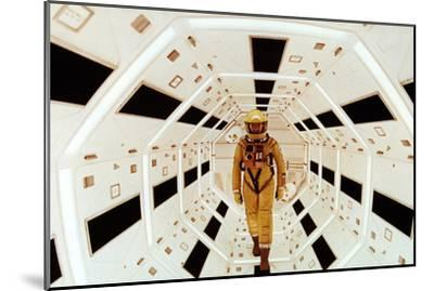 2001: A Space Odyssey Directed by Stanley Kubrick Avec Gary Lockwood--Mounted Photo