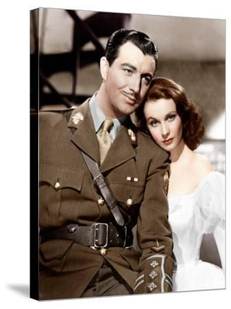 WATERLOO BRIDGE, from left: Robert Taylor, Vivien Leigh, 1940--Stretched Canvas Print