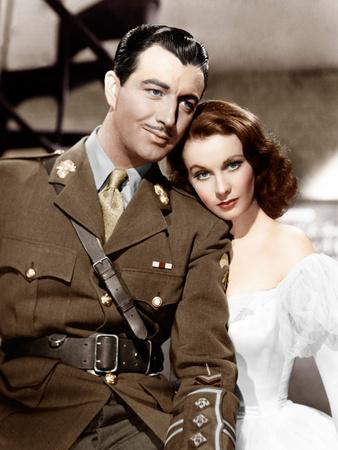 WATERLOO BRIDGE, from left: Robert Taylor, Vivien Leigh, 1940--Photo