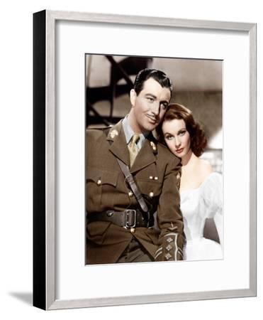 WATERLOO BRIDGE, from left: Robert Taylor, Vivien Leigh, 1940--Framed Photo