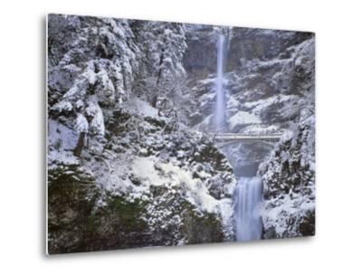 Winter Scenic at Multnomah Falls, Columbia River Gorge, Oregon, USA-Jaynes Gallery-Metal Print