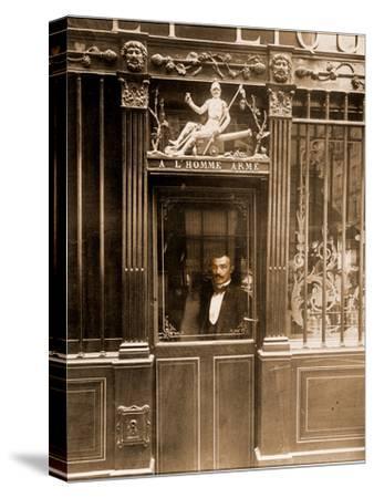 A? L'Homme Arme?, 25 Rue des Blancs Manteaux, Paris 1900-Eug?ne Atget-Stretched Canvas Print