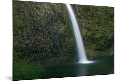 Multnomah Falls, Oregon-Vickie Lewis-Mounted Photographic Print