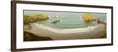 Surf at Fort Bragg, California, USA--Framed Photographic Print