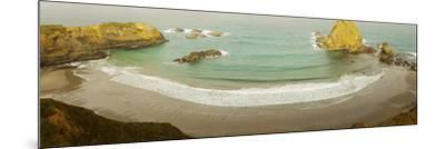 Surf at Fort Bragg, California, USA--Mounted Photographic Print