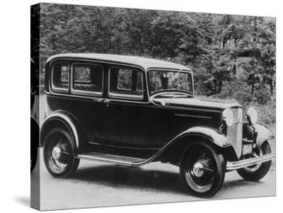 De Luxe Pordor Sedan--Stretched Canvas Print