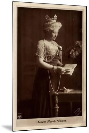 Kaiserin Auguste Viktoria, Perlenkette, Npg 4606--Mounted Giclee Print