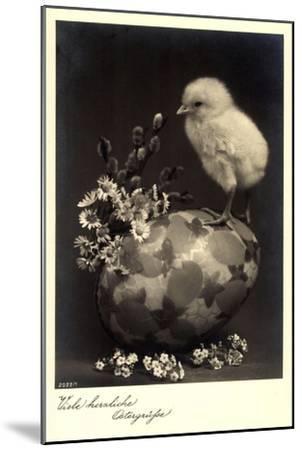 Frohe Ostern, Küken Sitzt Auf Einem Osterei,Kätzchen--Mounted Giclee Print