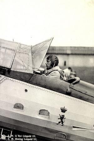 S.M. Le Roi Léopold III Asis Sur Un Aéroplane--Stretched Canvas Print