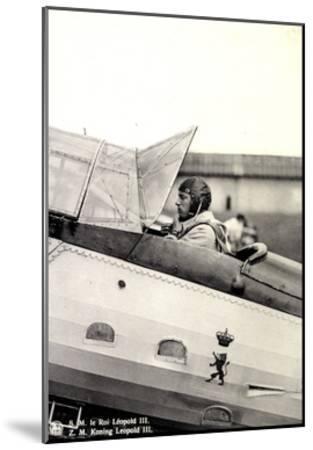 S.M. Le Roi Léopold III Asis Sur Un Aéroplane--Mounted Giclee Print