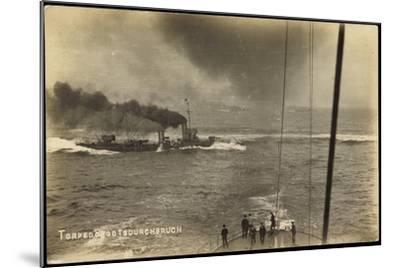 Foto Deutsches Kriegsschiff, Torpedobootsdurchbruch--Mounted Giclee Print