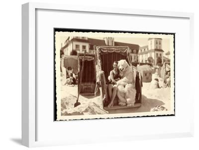 Strandleben, Strandkorb, Eisbärenkostüm, Frau in Badeanzug--Framed Giclee Print
