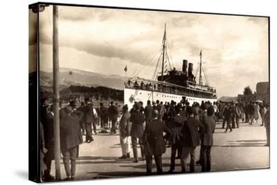 Dampfschiff Karacjorcje Im Hafen, Zuschauer--Stretched Canvas Print