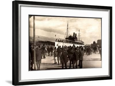 Dampfschiff Karacjorcje Im Hafen, Zuschauer--Framed Giclee Print