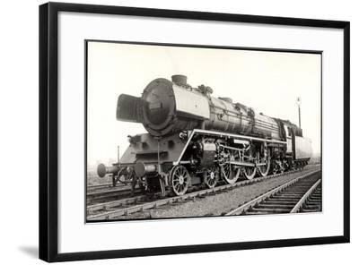 Foto Deutsche Einheits Stromlinienlok Nr. 05 002--Framed Giclee Print