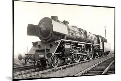 Foto Deutsche Einheits Stromlinienlok Nr. 05 002--Mounted Giclee Print