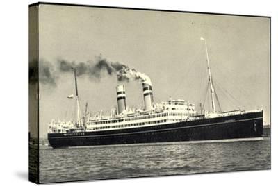 Hapag, Dampfschiff S.S. Volendam Nah Am Ufer--Stretched Canvas Print