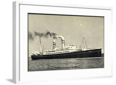 Hapag, Dampfschiff S.S. Volendam Nah Am Ufer--Framed Giclee Print