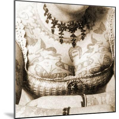 Close-Up of Annie Howard's Chest, C.1898-Charles Eisenmann-Mounted Photographic Print