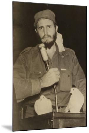 Fidel Castro--Mounted Photographic Print