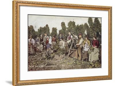Hop Picking Londoners--Framed Photographic Print